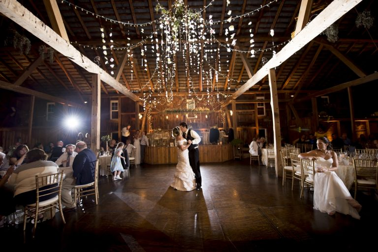 Pittsburgh wedding venues pittsburgh wedding venues learn more about this venue oak lodge the hayloft junglespirit Images
